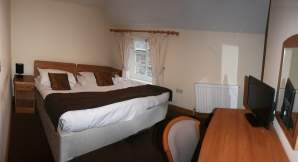 double bed at gremlin lodge web